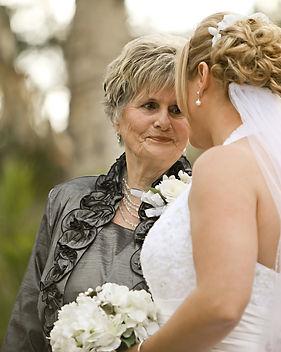 grand-mère et mariée.jpg