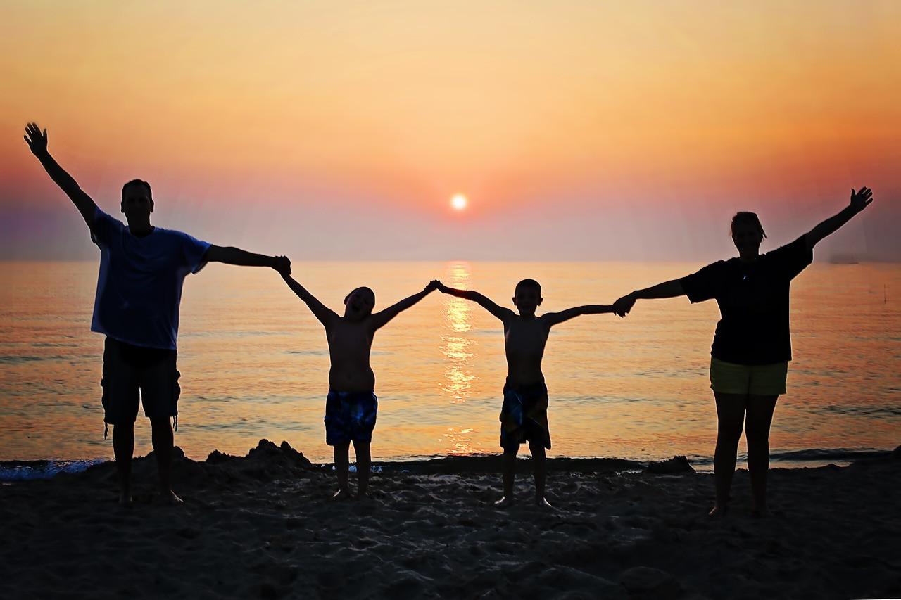 famille coucher de soleil.jpg