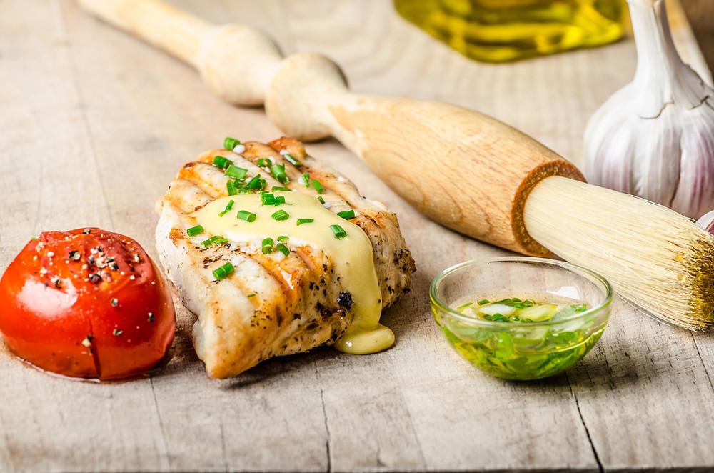 Pollo speziato con salsa olandese