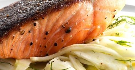 Salmone marinato con finocchi alla griglia