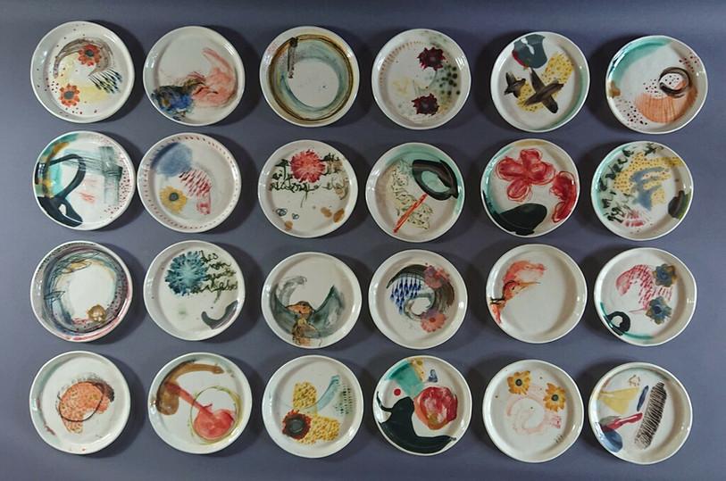 Petites assiettes en porcelaine