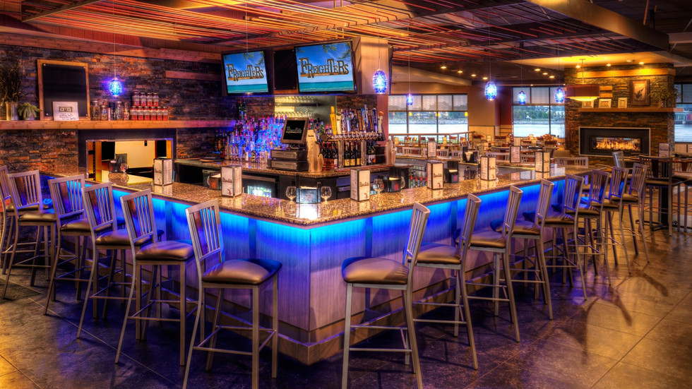 DoubleTree by Hilton - Freighters Restaurant