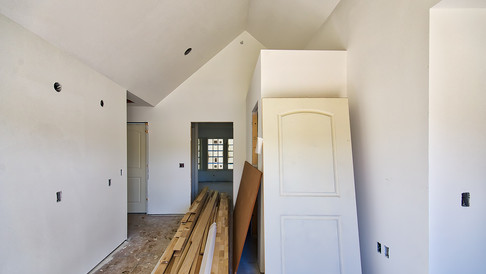 cottage three foyer looking E - with primer