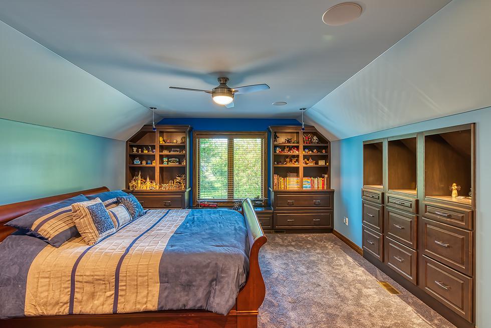 bedroom upstairs.jpg