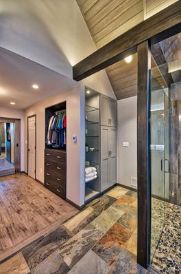 shower & dressing rm.jpg