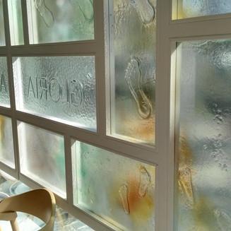 jorditraveria-lletres sobre vidre.jpg