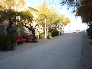 Hôtel de CHARME de 10 chambres organisées autour d'un patio central.