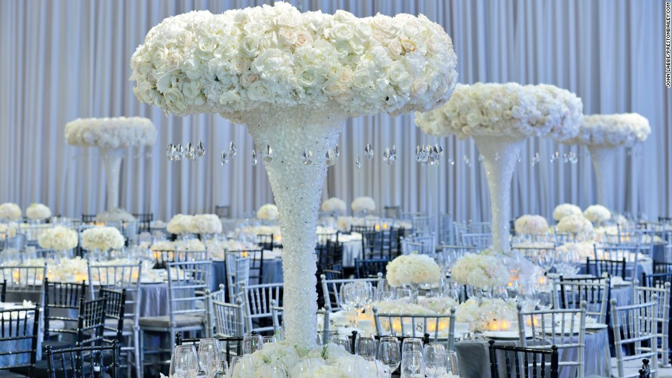 Large table centrepieces