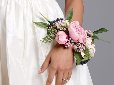 Buttonholes, Bouttonieres and Corsages!