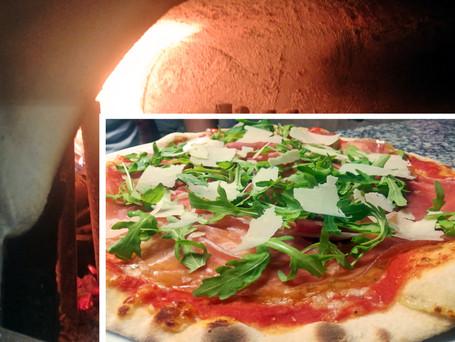 Pizza con forno a legna.jpg