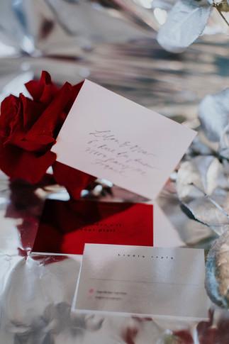 ausgefallene Hochzeitspapeterie in rot weiß