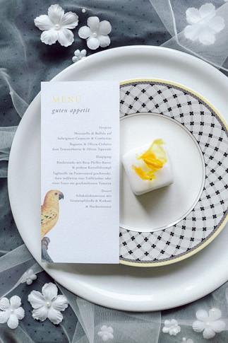 Pantone 2021 Hochzeitstorte in gelb und grau