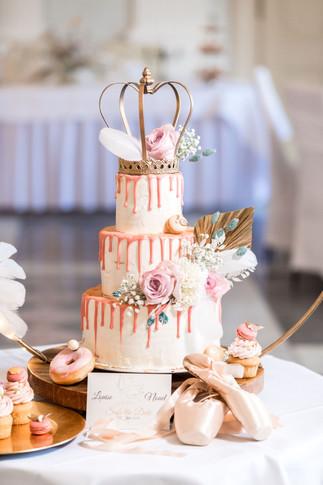 3 stöckige Hochzeitstorte mit Krone als Cake Topper