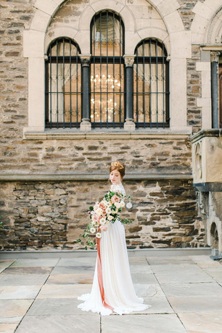 Fine Art Romance Brautkleid
