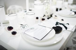 monochrome schwarz weiße Tischdeko Ideen