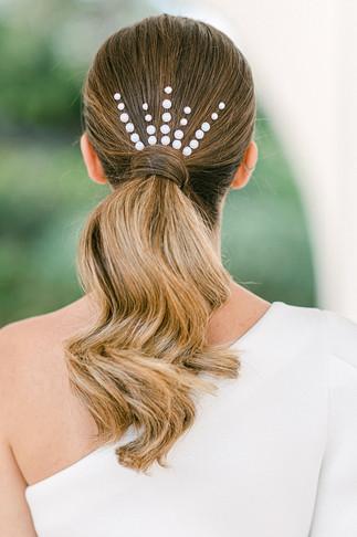 elegante Brautfrisur mit Perlen