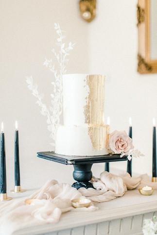 Fine Art Wedding Hochzeitstorte weiß gold