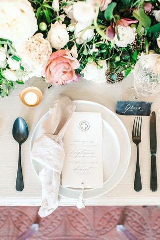 Schlosshochzeit Tischdeko in hellen Tönen