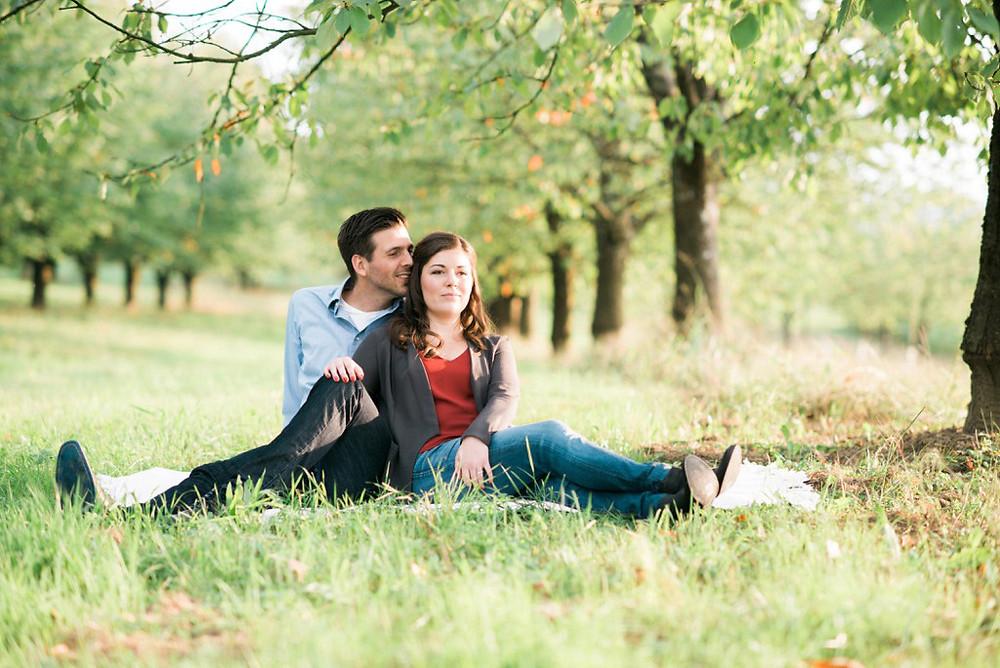 Paarshooting unter Bäumen