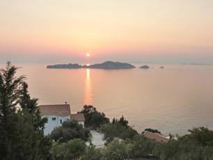 Die Villa bei Sonnenuntergang