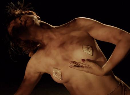 Colette Collerette ou l'art de se déshabiller... Avec style.