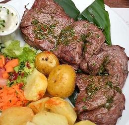 Carne Asada con chimichurri, papas, ensalada, mazorca Y BEBIDA