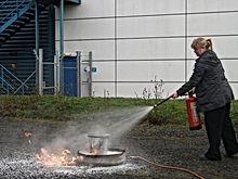 Fire extinguisher training in edinburgh practical live fire extinguisher training in Glasgow Scotland