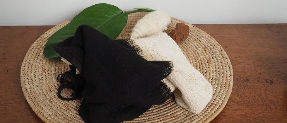 Etole en coton teinte avec de la cendre noire du Niger