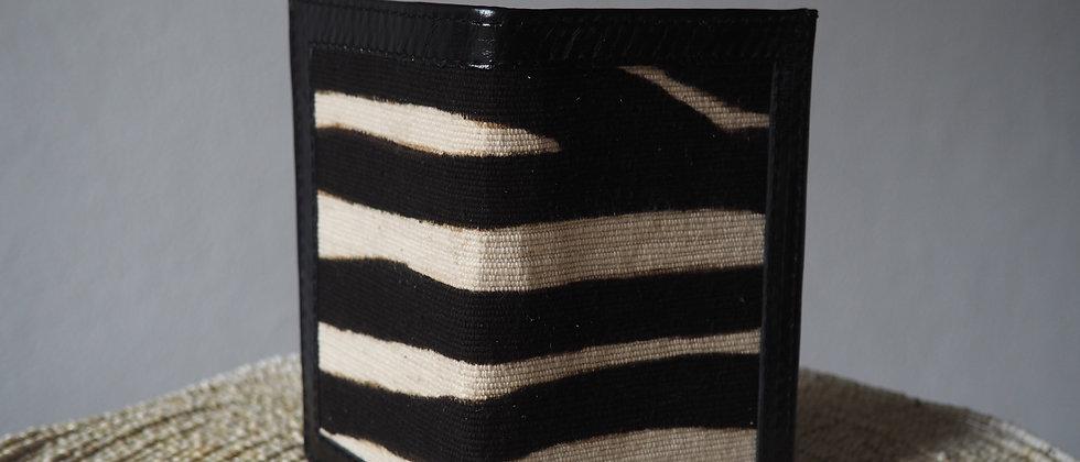 """Porte feuille """" Le grand Bassam """"en cuir véritable et bogolan zèbre noir."""