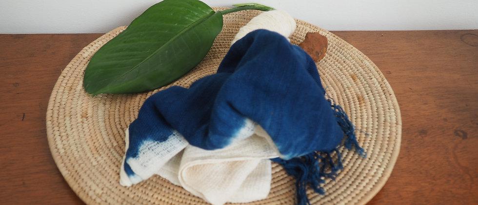Etole en coton biologique indigo .