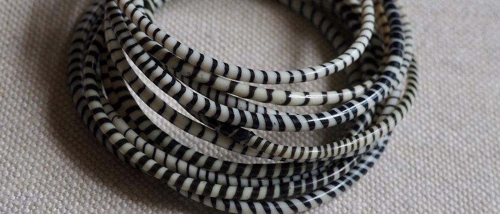 Bracelets maliens en plastique recyclé