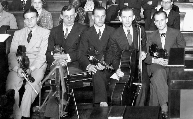 Músicos integrantes da pioneira orquestra da PIB-RJ, 1933. Soren, Vitols, Janson, Klavin e Ronis.