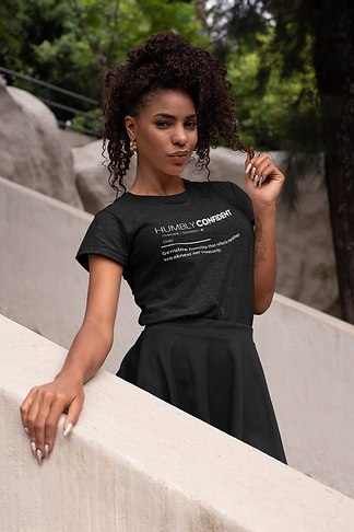 heather-t-shirt-mockup-of-a-classy-woman