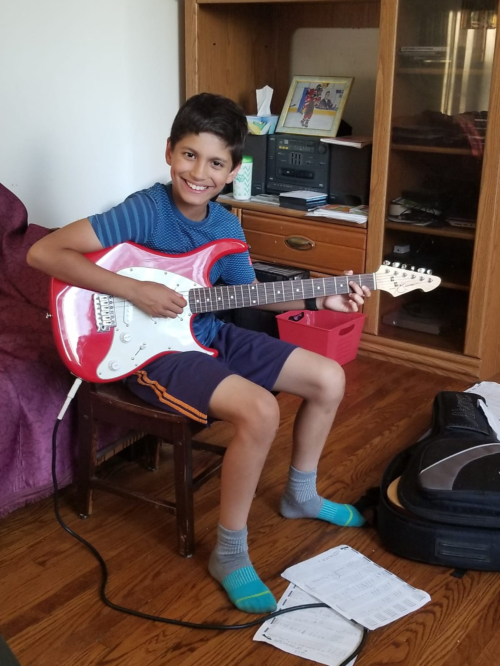 A surprise visit from Guitars For Kids Toronto brought a huge smile to 11 year old Erik.  This talented AC/DC fan immediately plugged in his new guitar and amplifier and started to play his new guitar. Arik's  big brother from Big Brothers Big Sisters Toronto who also plays guitar signed up for our program and was put on a long waiting list.