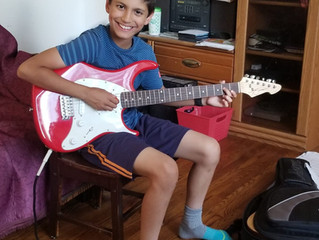 AC/DC ? No Problem for 11 Year Old Arik!
