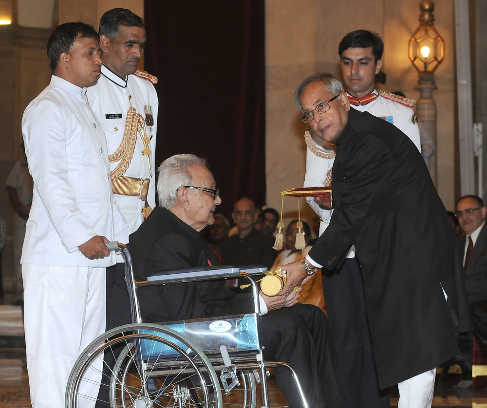The President Pranab Mukherjee presenting the Padma Vibhushan Award to artist Sayed Haider Raza at an Investiture Ceremony-II at Rashtrapati Bhavan in New Delhi on April 20, 2013. Courtesy: Wikimedia Commons