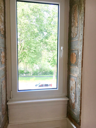 holzvertäfelte Fensterverlaibung