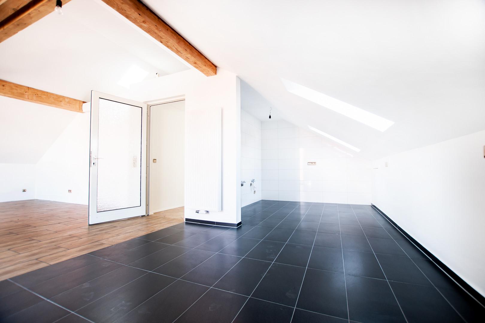 Küche & Essbereichder Wohnung im Dachges