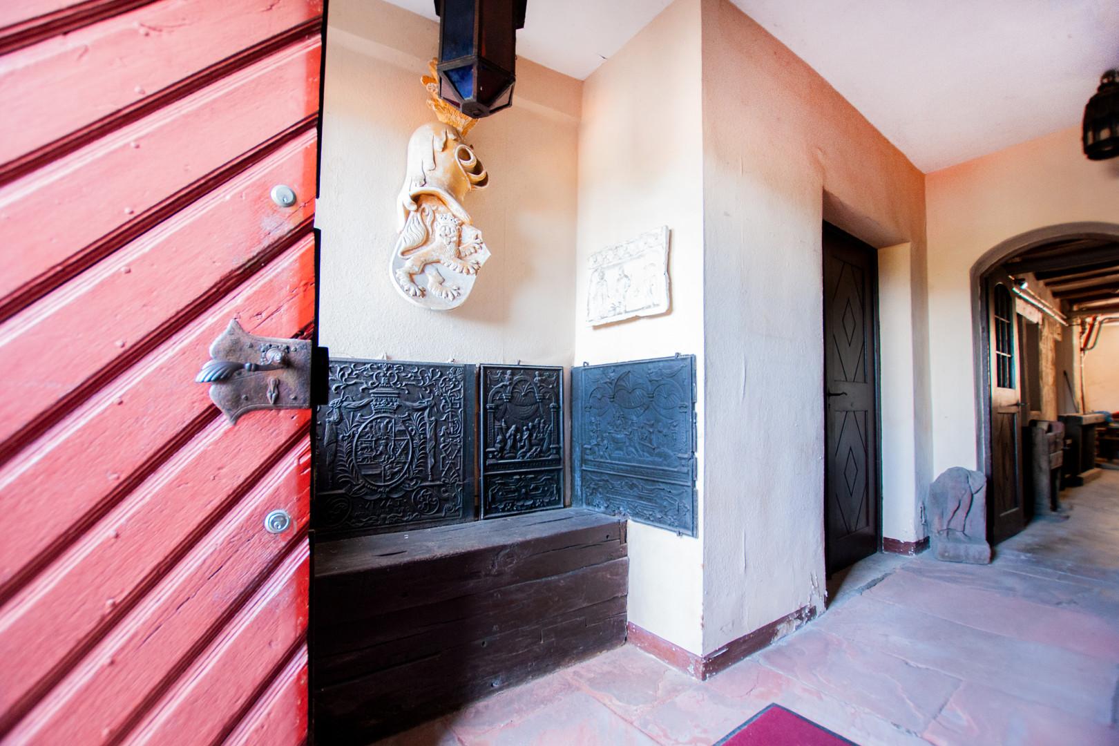 Mittelalterliche Atmosphäre im Eingangsbereich