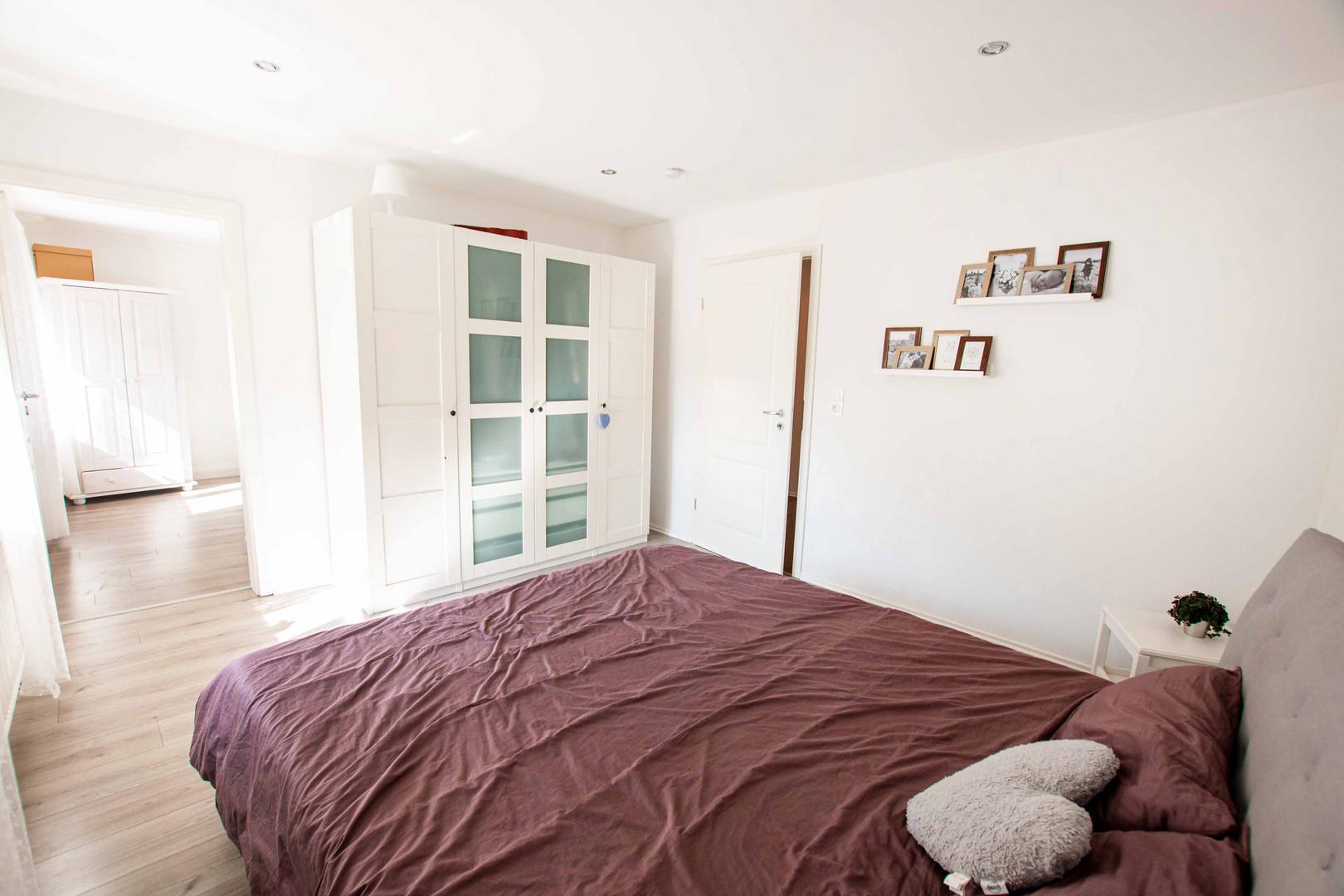 Schlafzimmer mit begebarem Ankleiderzimmer