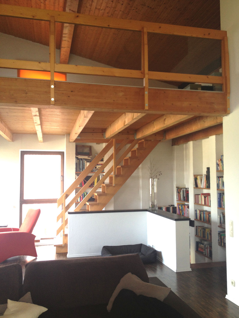 Wohnzimmer mit Raucheichenparkett