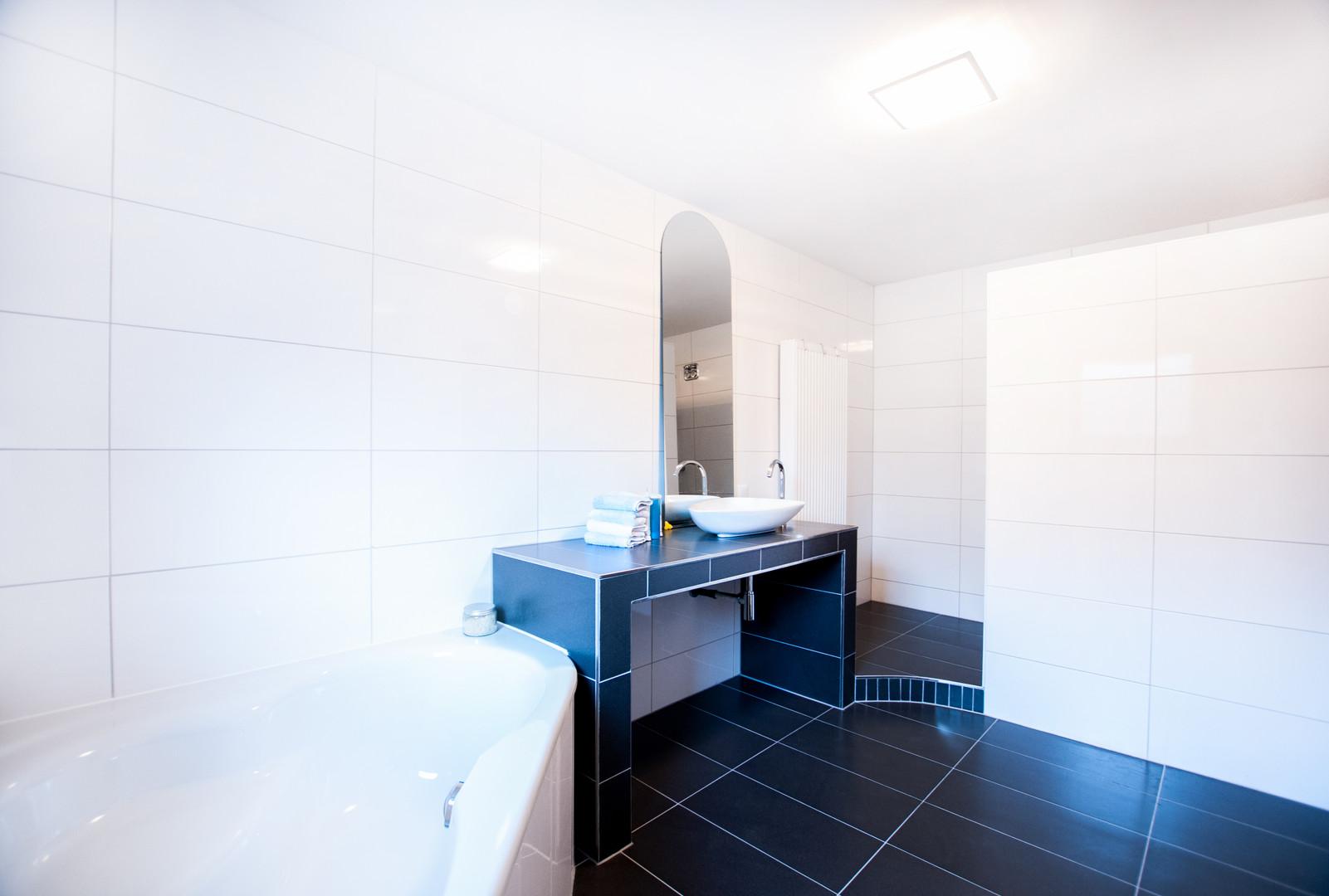 Badezimmer der Wohnung im Untergeschoss