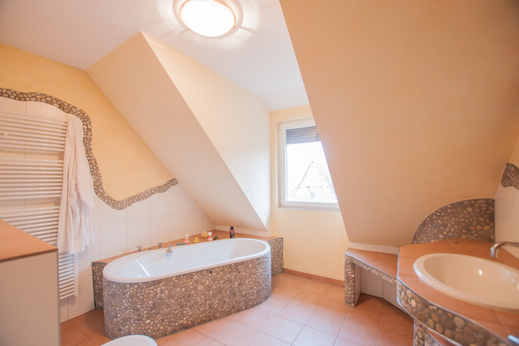 Dachgeschoss - Badezimmer