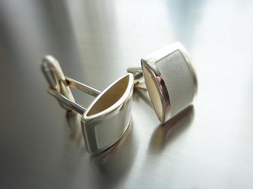 Cufflinks with enamel