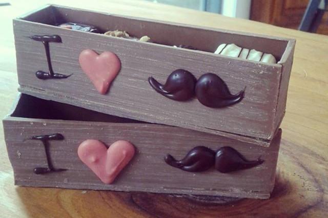 moustach box