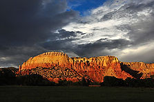 350px-Ghost_Ranch_redrock_cliffs,_clouds