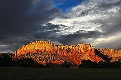 350px-Ghost_Ranch_redrock_cliffs,_clouds