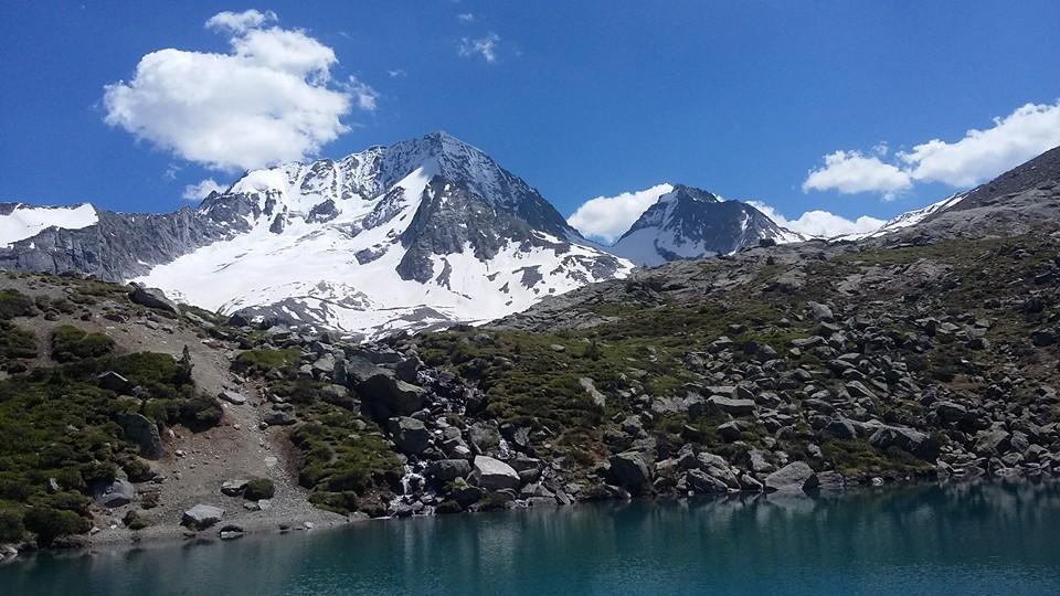 Il massiccio Hockgall  3.436 mt.  e relativo laghetto di scioglimento