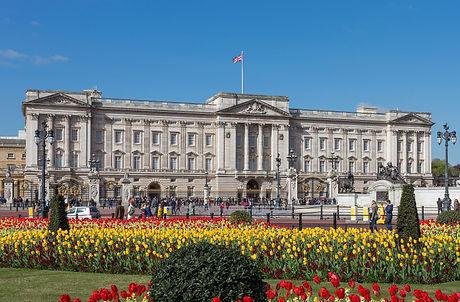 Buckingham_Palace_from_gardens,_London,_