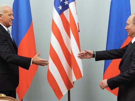Путин заявил о нежелании использовать отказ от доллара в «политической возне»